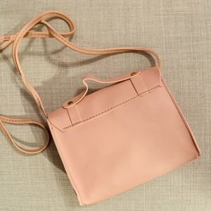 Accessories - NEW Pink Macaroon Clamshell Crossbody